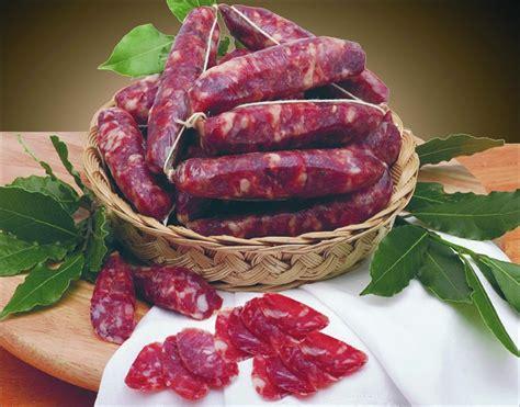 come cucinare la salsiccia fresca salsiccia secca ricette ingredienti e preparazione