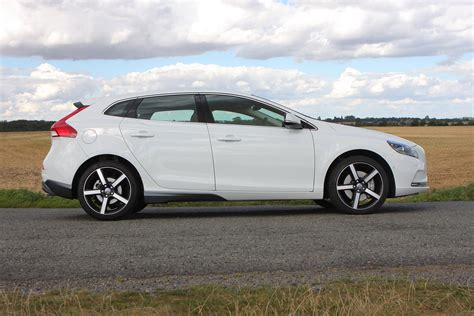 volvo hatchback volvo v40 hatchback review 2012 parkers upcomingcarshq com