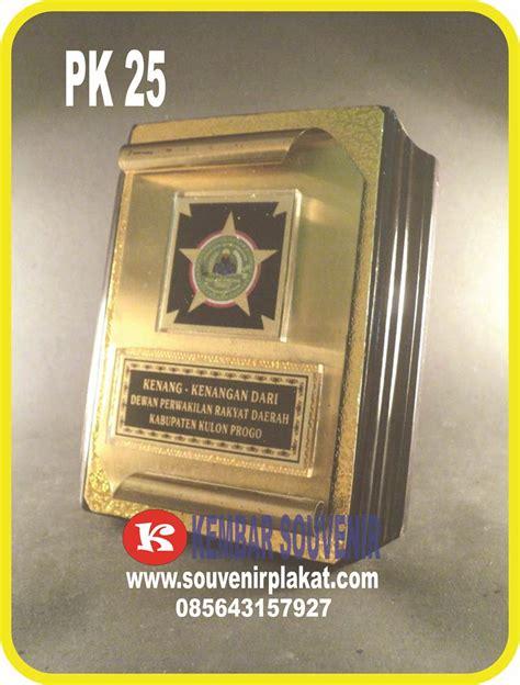 Plakat Marmer Souvenir Merchandise Seminar Hadiah Kenang Kenangan plakat kuningan harga plakat kuningan kayu