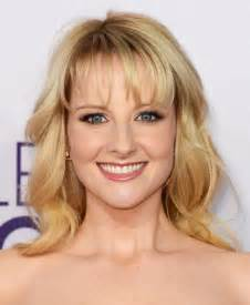 hair cuts hair theory melissa rauch medium curls with bangs melissa rauch