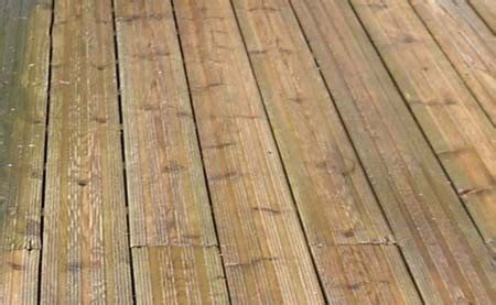 staining decking   stain wooden  timber decking