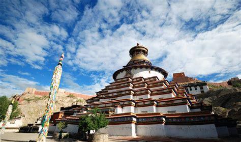 kumbum stupa pelkor chode monastery gyangtse tibet travel