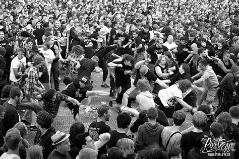circle pit mosh pit slamdancing moshing also known - Pit Circle