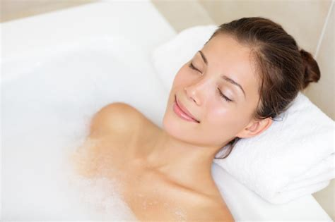 women in bathroom how does heat therapy work burke williams spa