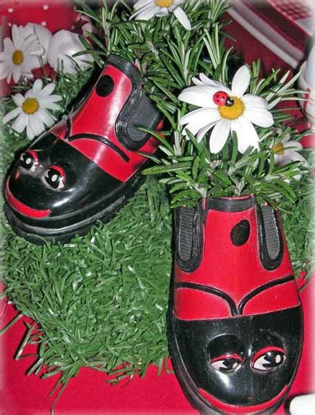 Handmade Garden Ornaments - plants and flowers in shoes and boots 20 creative