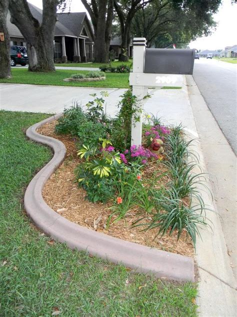 Landscape Edging By Sidewalks Sidewalks Mailbox Landscaping And Metal Edging On