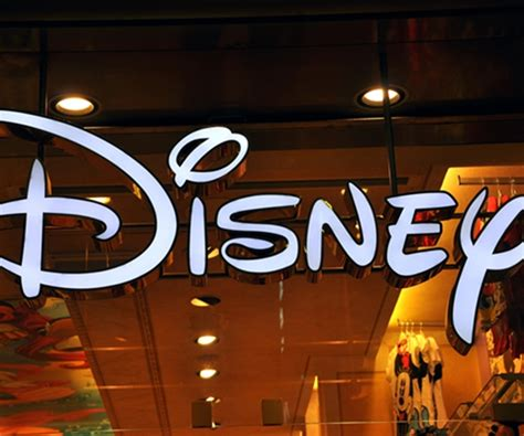 retail themed events disney tests new store design as shoppers go online