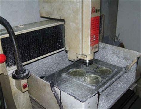 Mesin Bor Grafir gantungan kunci karet on project mesin grafir moulding pembuat master cetakan karet