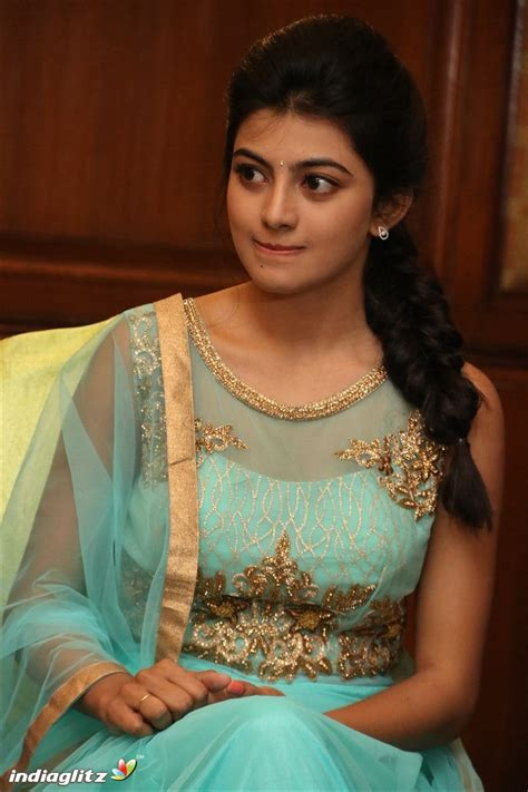 actress anandhi in saree anandhi gallery tamil actress gallery stills images