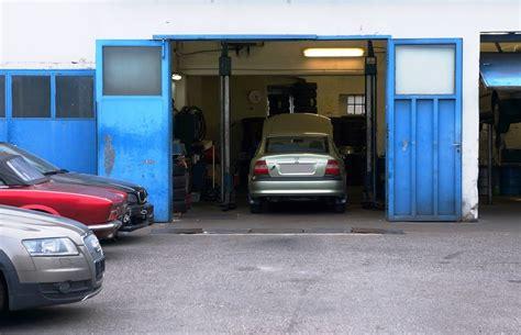 werkstatt auto autowerkstatt kfz werkstatt lizenzfreie fotos bilder