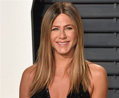 what color are aniston s here s what to ask for to get aniston s hair color