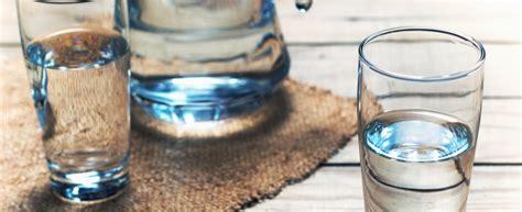 bicchieri d acqua al giorno perch 232 si devono bere 8 bicchieri di acqua al giorno
