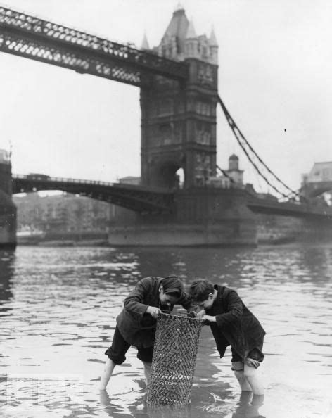 thames river great britain 1950s london 1950s don t think i d stick my feet in the thames