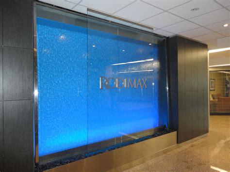 126 mur d eau grand format sur vitre lumi 232 re bleue
