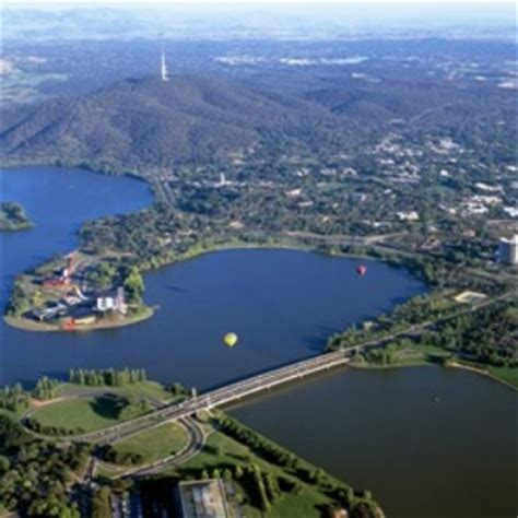 visit cairns canberra day tour