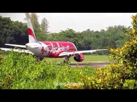 airasia vs batik air video clip hay landing xpress garuda batik air take off