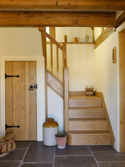 Cottage Staircase by 25 Best Ideas About Cottage Stairs On