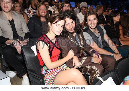 ezra miller emma watson movie emma watson at arrivals for 2012 mtv video music awards
