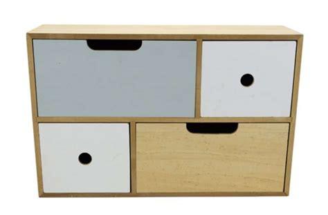 Action : petit meuble en bois avec 4 tiroirs à 6,95?
