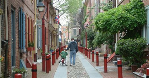 oldest street in philly elfreth s alley visit philadelphia visitphilly com