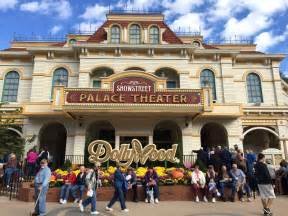 Reasons to go to dollywood this fall camels amp chocolate travel