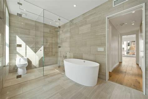 wand im badezimmer steinfliesen an der wand im badezimmer 30 ideen