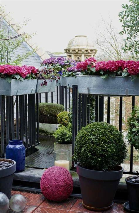 fioriere in ferro per balconi balconi con ringhiere in ferro battuto dal classico al