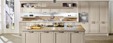 cucine classiche con isola cucine classiche con penisola cucine in finta muratura