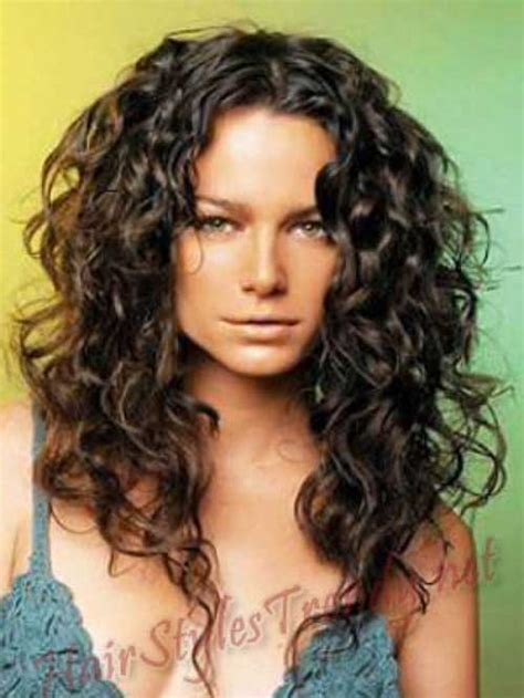 hair styles for white women with curly hair teying to grow hait from short to long 25 curly hair women long hairstyles 2016 2017