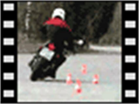 Motorrad Grundfahraufgaben Videos by Grundfahraufgaben Video Kl A Ausweichen 166 Fahrtipps De