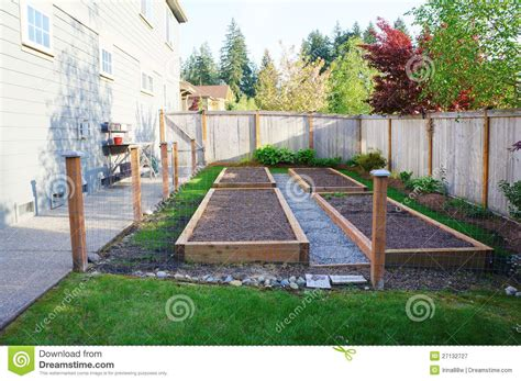 Vegetable Garden Ideas For Small Yards Vegetable Gardens For Small Yards Small Vegetable Garden With Risen Beds In The Fenced