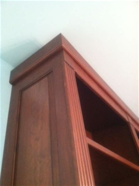 Upper cabinet without trim