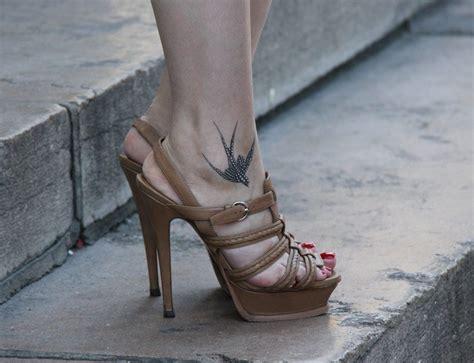 tatuaggi piede caviglia fiori e farfalle tatuaggi sul piede e caviglia significati fashion center