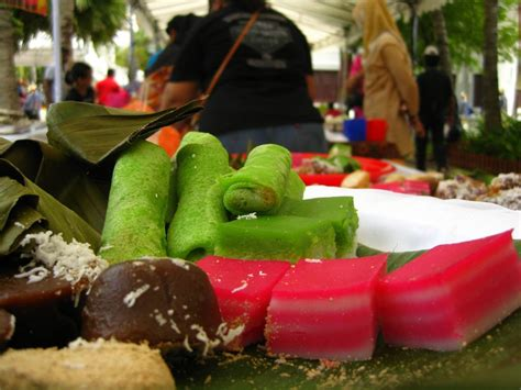 kuih muih i know what i ate last summer 13 dishes to eat when you re in malaysia