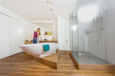 Holzfußboden Im Badezimmer by So Klappt 180 S Mit Dem Holzboden Im Bad