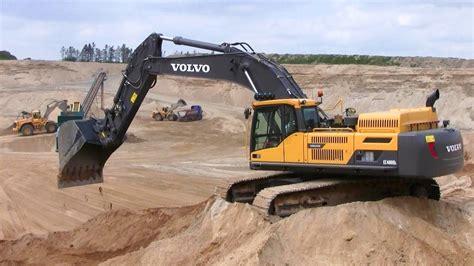 volvo ecd excavator  big bucket swinging sand youtube