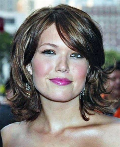 short hair for round faces in their 40s medium hairstyles for women in their 40s