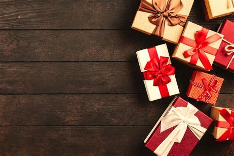 engaging holiday  pexels  stock