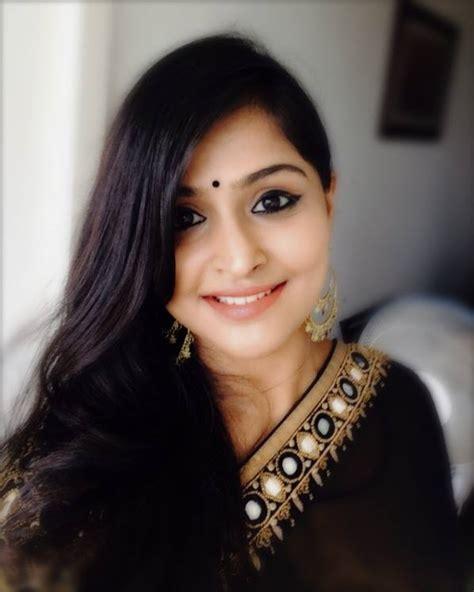 ramya nambeesan in saree photos and homely look