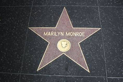 monroe s file marilyn monroe s star 2011 jpg wikimedia commons