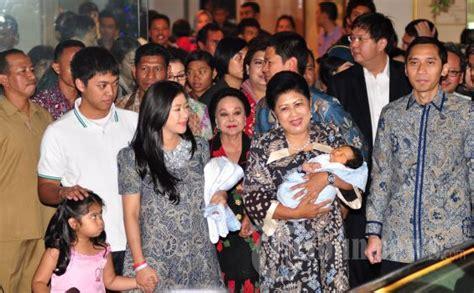 biodata chairul tanjung dan keluarga chairul tanjung kunjungi cucu sby yang sedang sakit