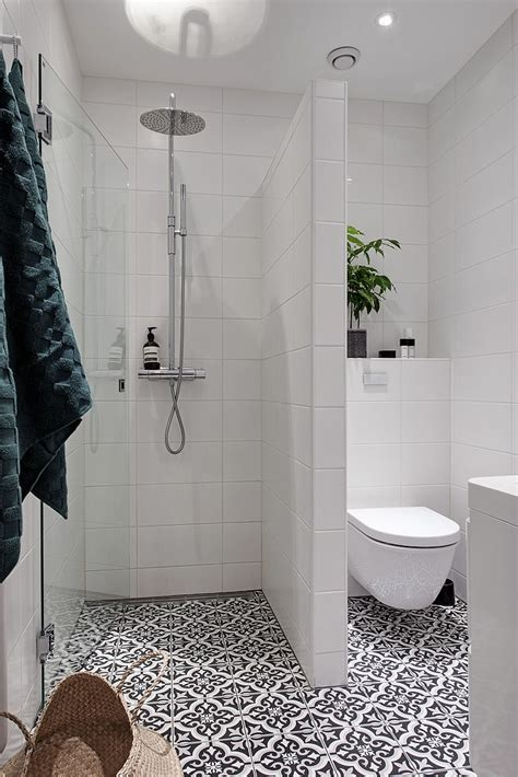ideas for showers in small bathrooms best 25 small bathrooms ideas on pinterest small