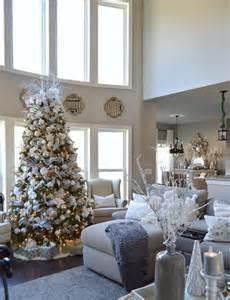 tree living room 40 cozy christmas living room d 233 cor ideas shelterness