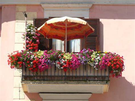 come sistemare le tende di casa come arredare il balcone idee e consigli