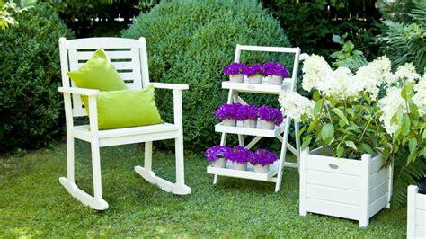 sedie da giardino in legno dalani etagere eleganza e ordine per ogni cosa