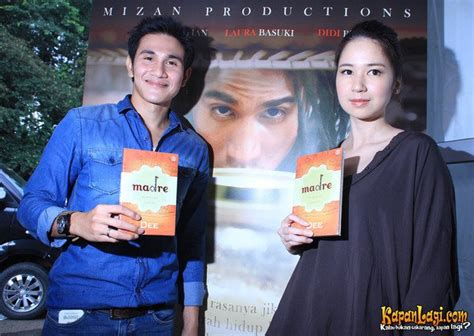 film terbaru vino laura basuki dan vino bastian di launching novel madre