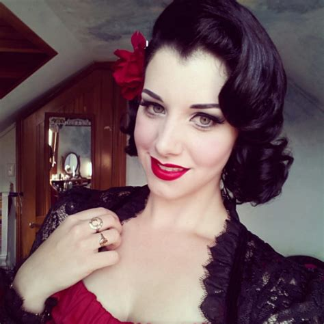 cute black pin up hairstyles 10 ideas de peinados inspirados en princesas disney
