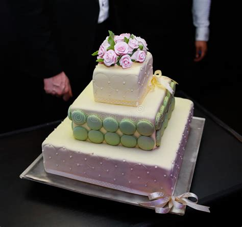 classic purple and white wedding cake with marzipan roses white wedding cake classic 3 tier white wedding cake with