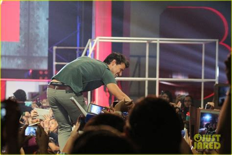 bench philippines clothes taylor lautner promotes bench clothing in the philippines photo 2933340 taylor