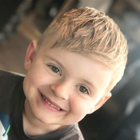 Hairstyles For Boys With Bangs by Toddler Boy Haircuts 2017